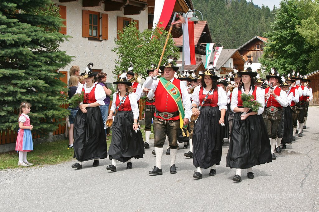 MK-Reutte-beim-Bezirksmusikfest-in-Weissenbach-2010-309.jpg