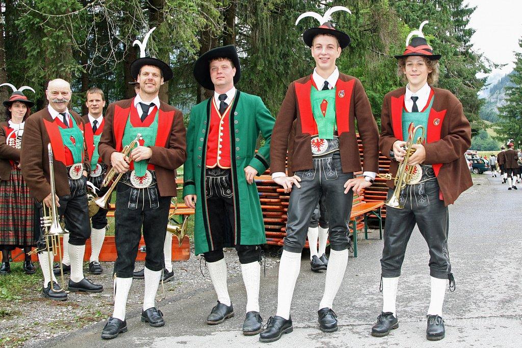 MK-Schattwald-beim-Bezirksmusikfest-in-Weissenbach-2010-010.jpg