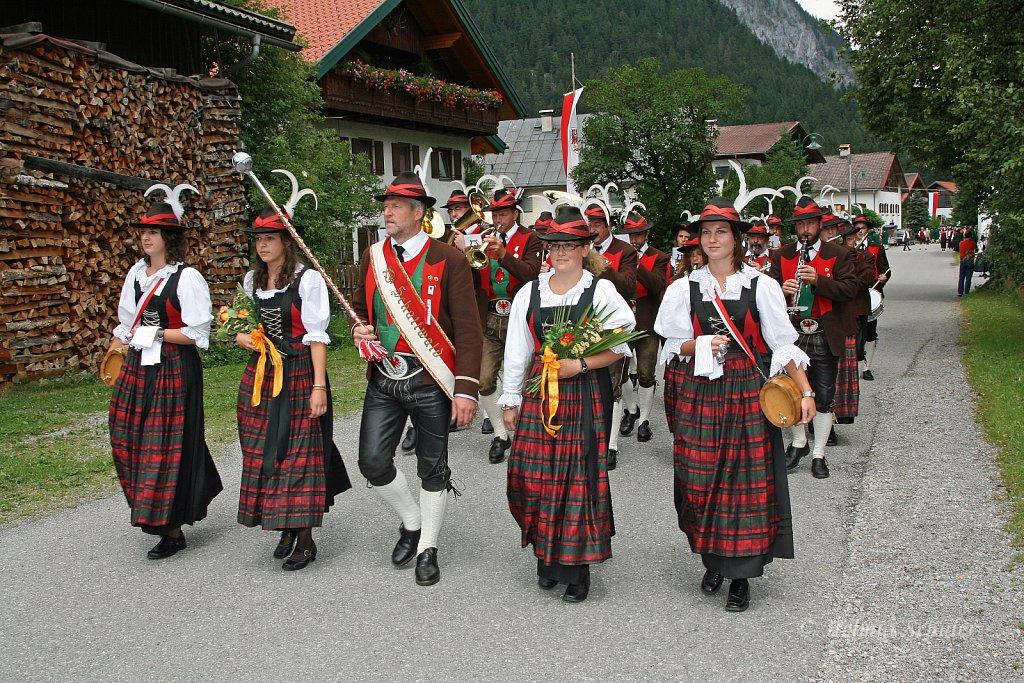 MK-Schattwald-beim-Bezirksmusikfest-in-Weissenbach-2010-199.jpg